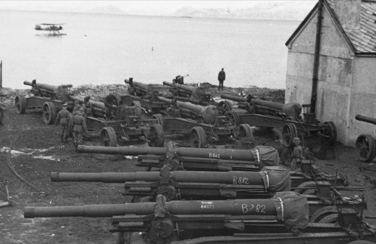 Oppstilte kanoner på Larsneset i Harstad.
