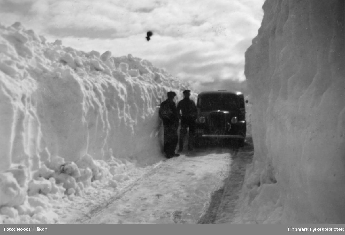 Snøbrøyting i strekningen Tana-Ifjord, juni 1938.