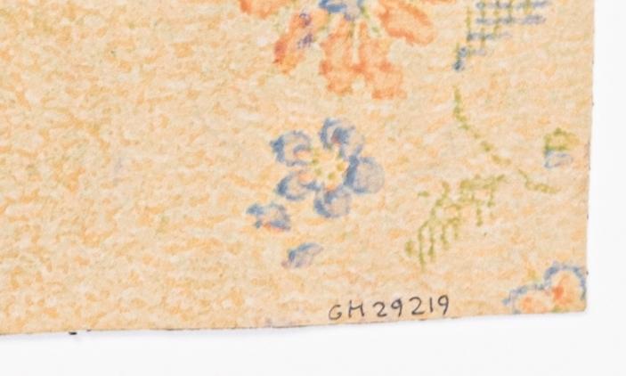 Ett diskret blommönster på en gulmelerad bakgrund. Tryck i ljusa pastellfärger.