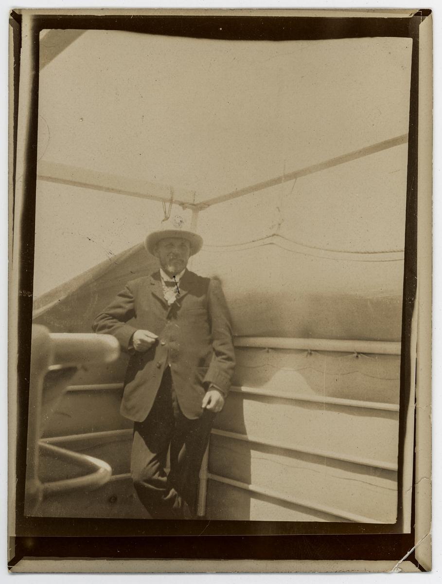 """Känd som ledare för den Första svenska Antarktisexpeditionen 1901 med skeppet """"Antarctic""""."""