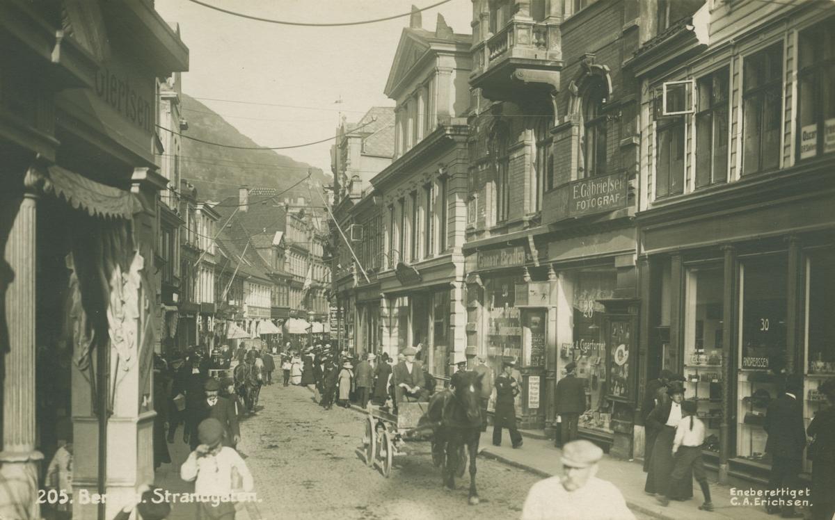 Bergen. Strandgaten mot Muren. Før brannen i 1916. Utgiver: C. A. Erichsen.