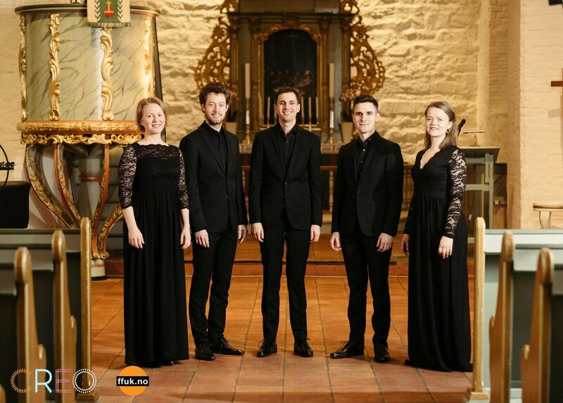 Early Voices er en klassisk kvintett bestående av to kvinner og tre menn.