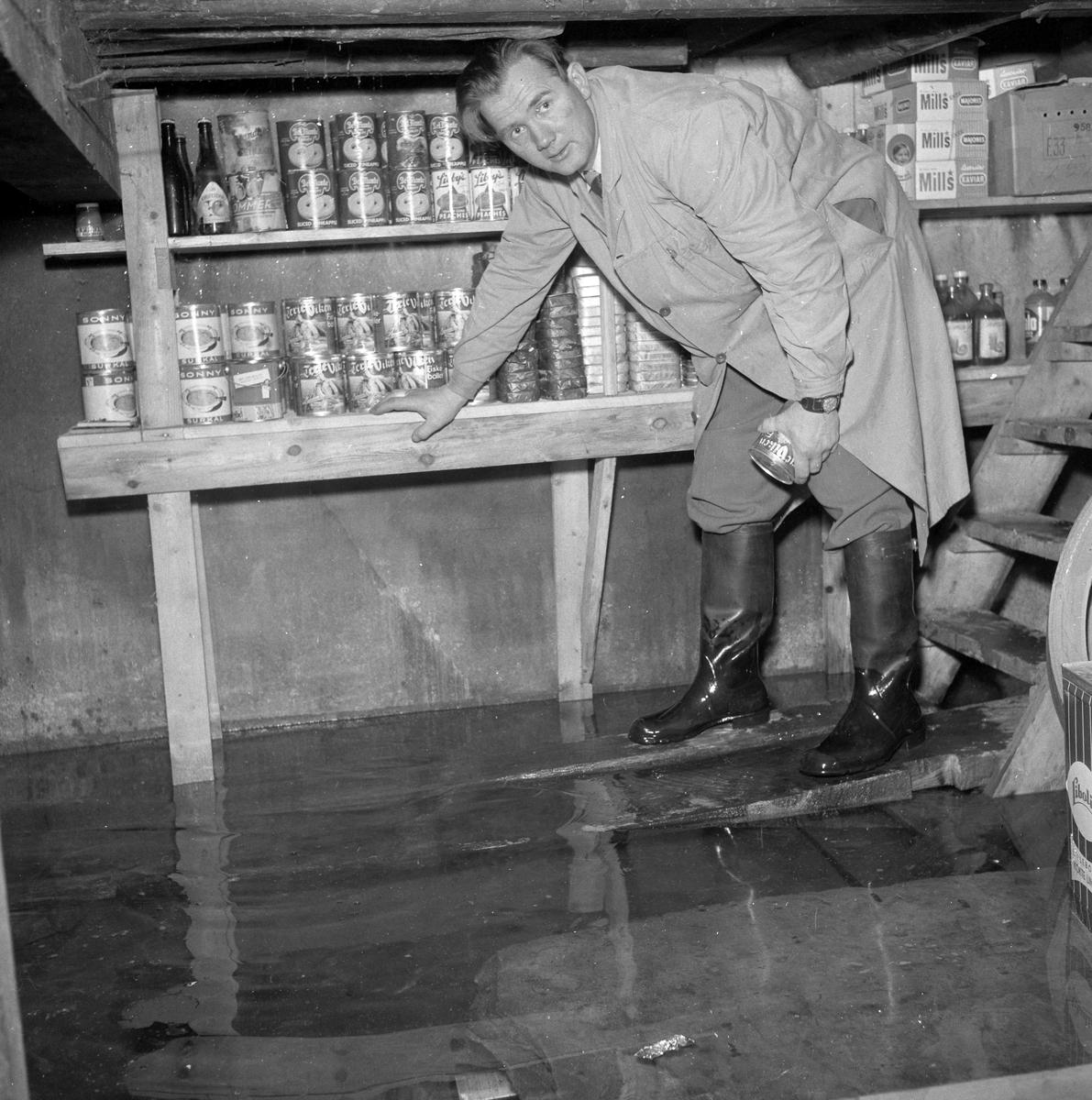 Oversvømmelse i kjelleren hos landhandler Stokke på Hyttbakken