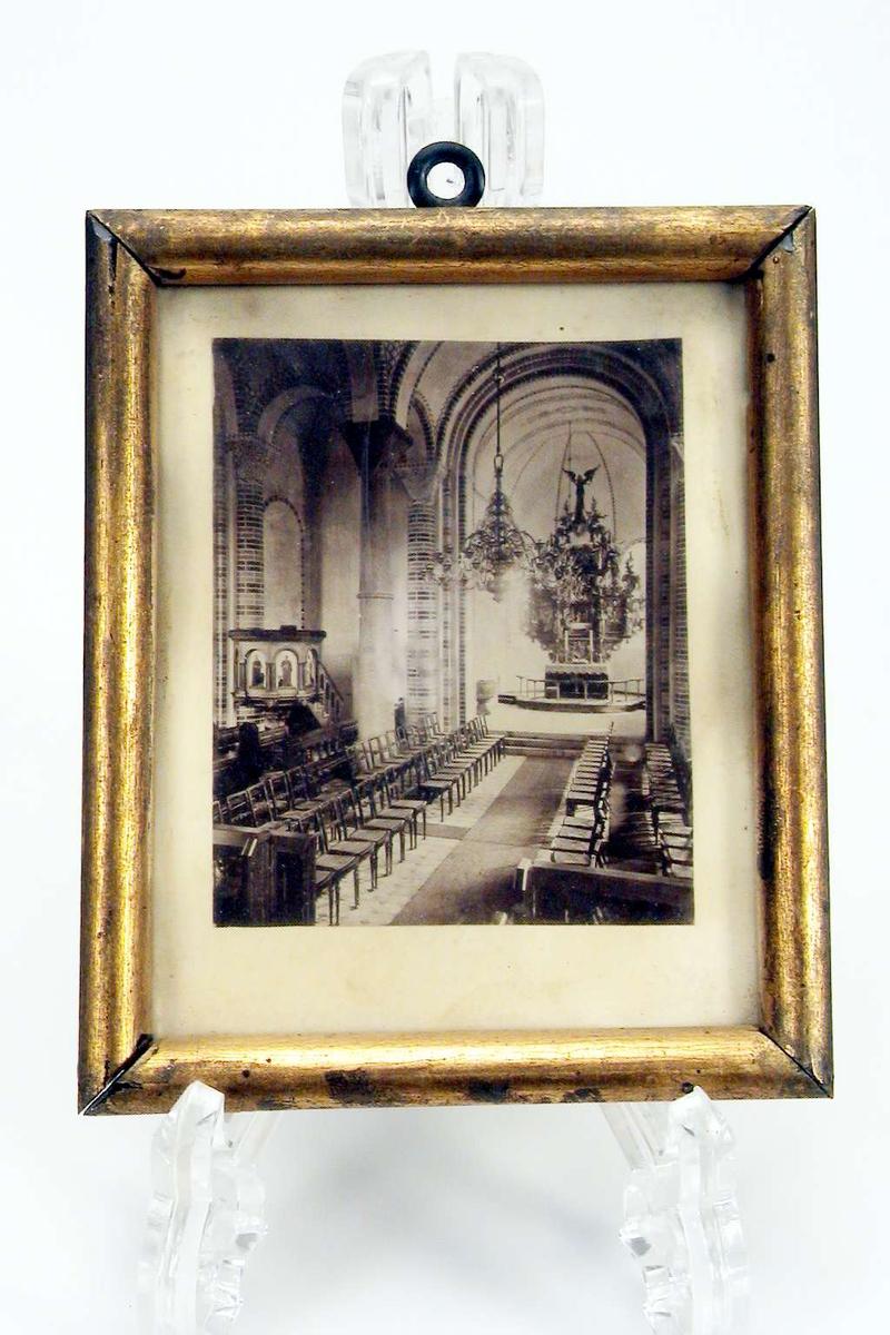 Fotografi med glass og ramme.