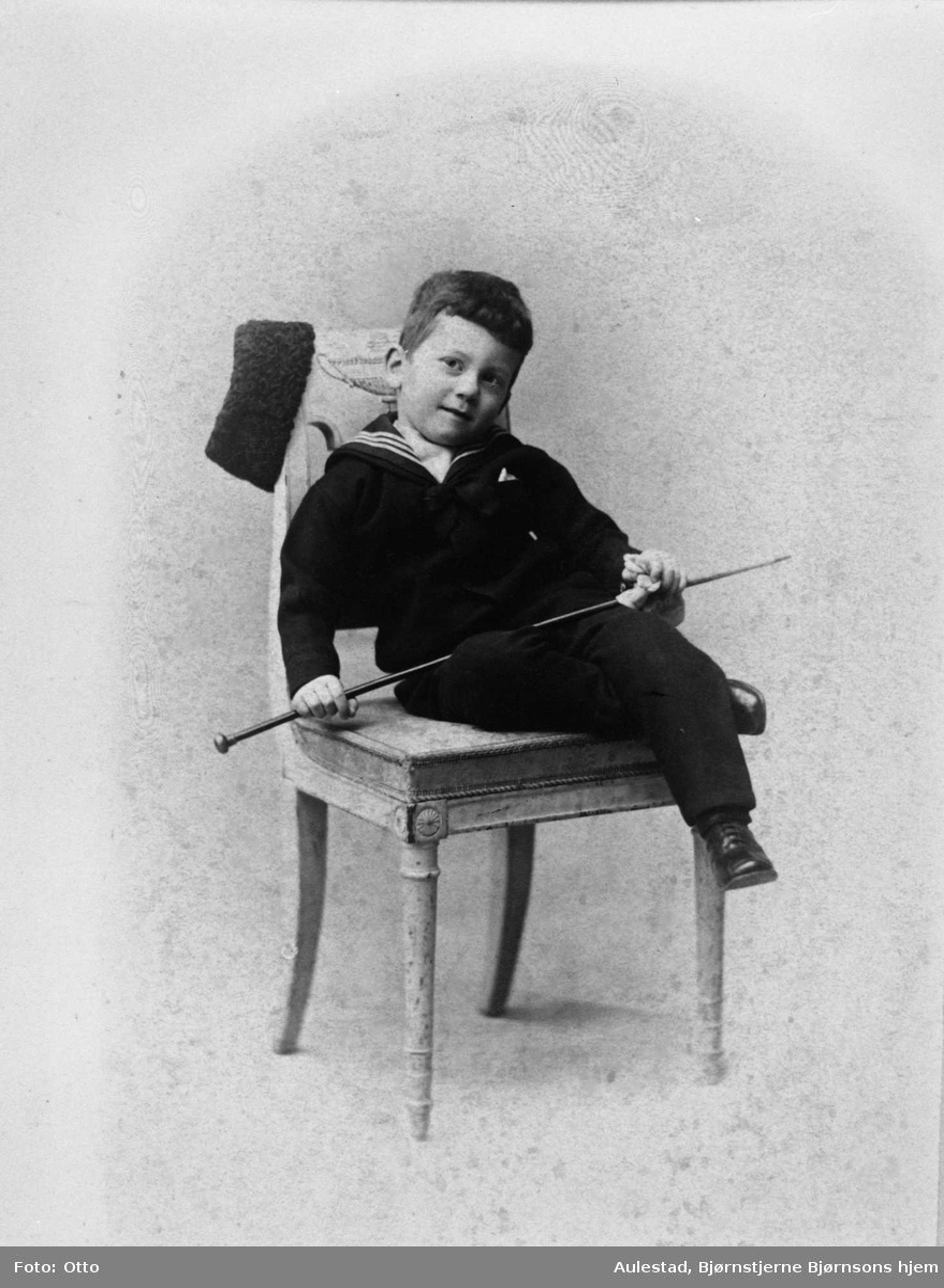 Arne Bjørnson-Langen, gutt, stol, repro,