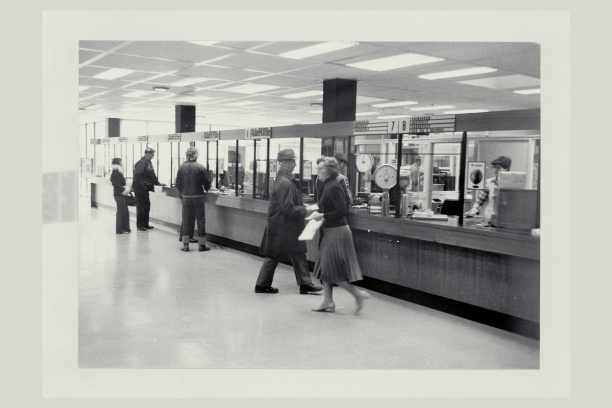 interiør, postkontor, 3250 Larvik, kunder, ekspeditør