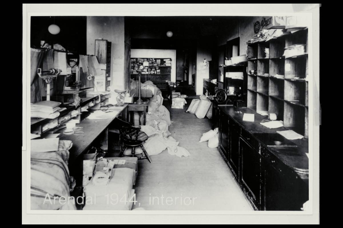 interiør, postkontor, 4800 Arendal, postsekker, vekt, sortering