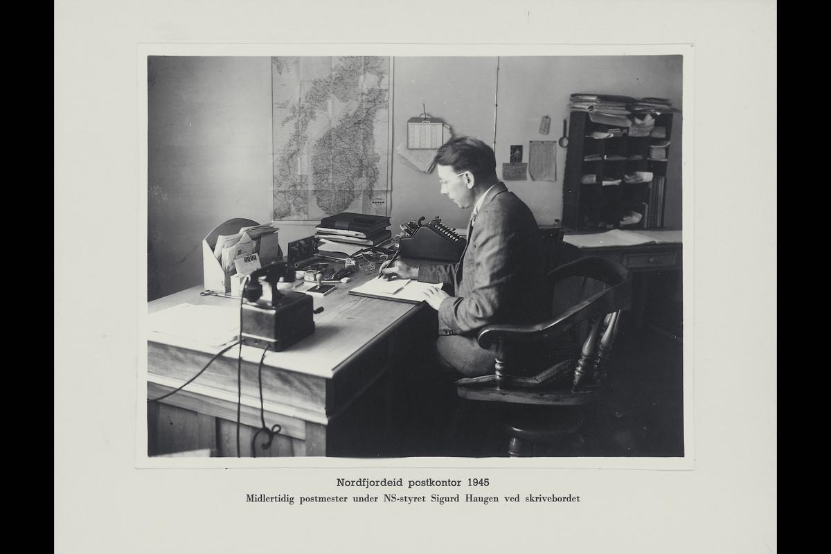 interiør, postkontor, 6770 Nordfjordeid, kontor, telefon, regnemaskin, postmester