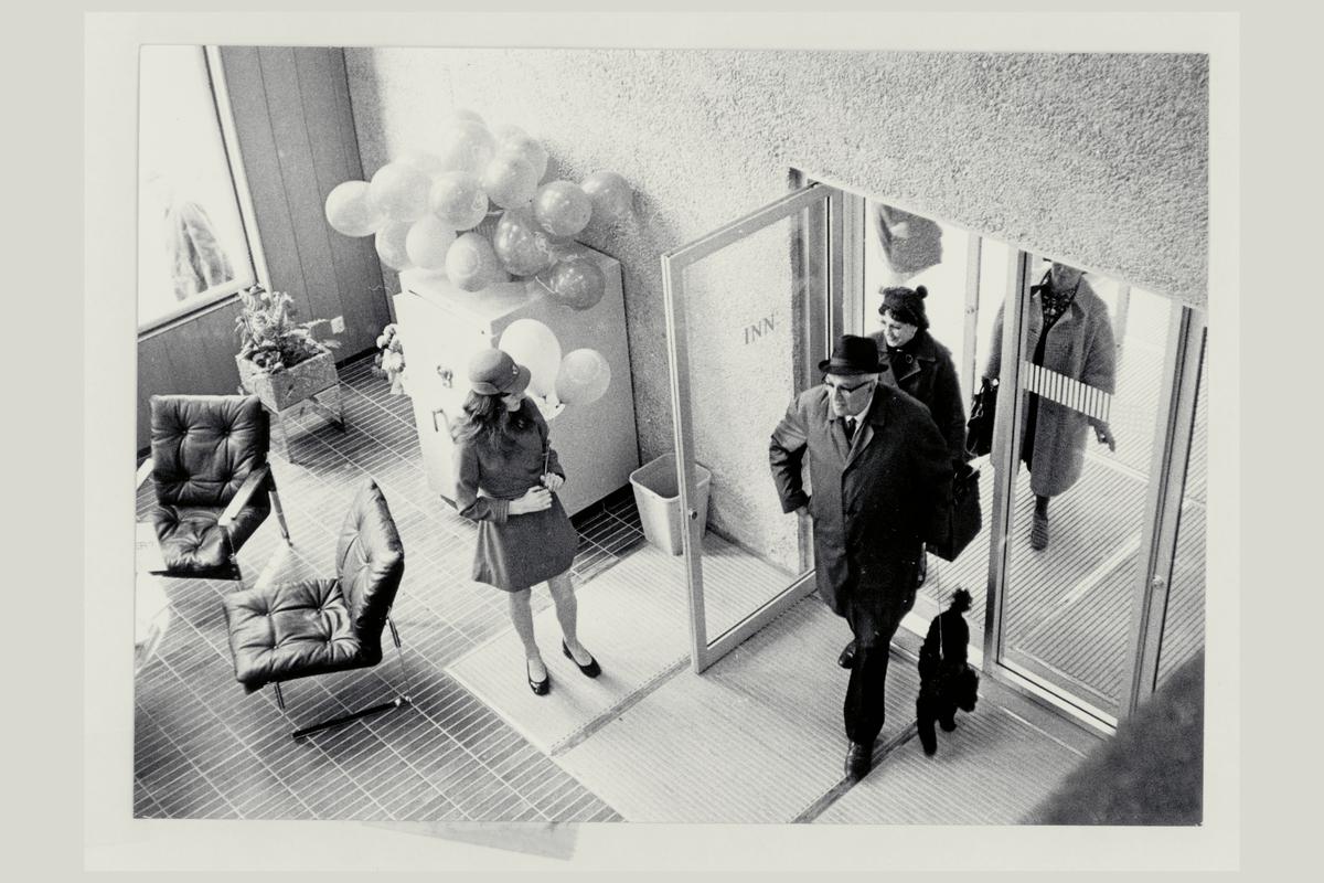 interiør, postkontor, 4001 Stavanger, publikumshall, personale, uniform, kunde, åpningsdagen
