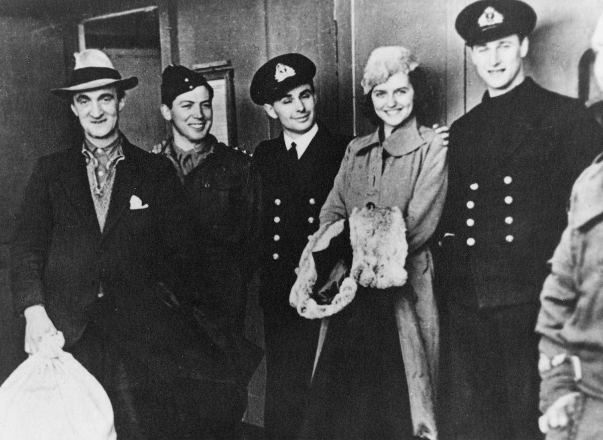 krigen, 2. verdenskrig, Måløyraidet 27. desember 1941, soldater, fire menn, en dame