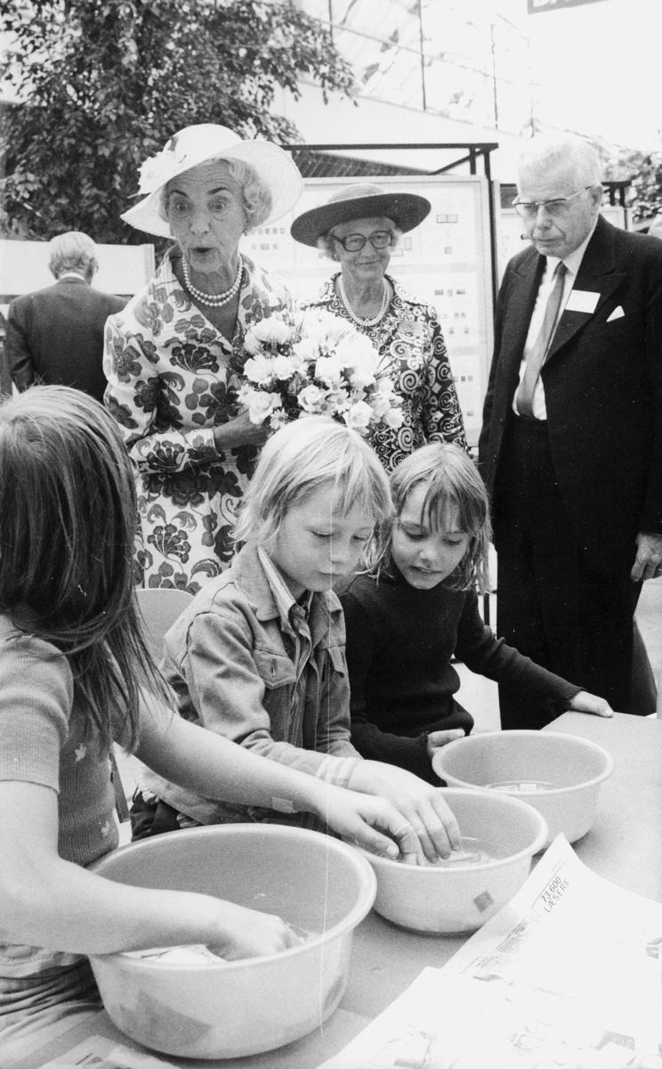 utstilling, Danmark, Hafnia frimerkeutstilling, Dronningen, hoffdame, Presidenten for Hafnia, barn