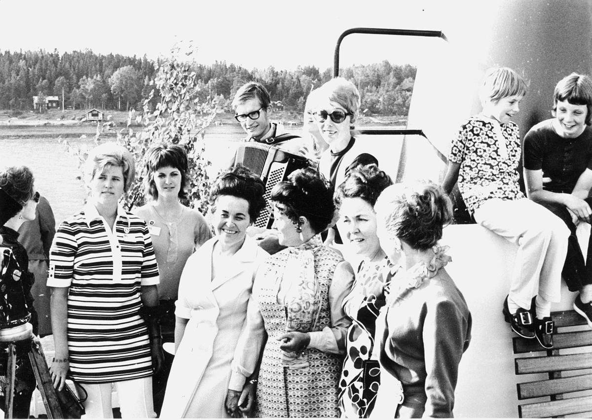 gruppebilde, Oslo, Fjortende Nordiske postmøte, båttur, kvinner, barn