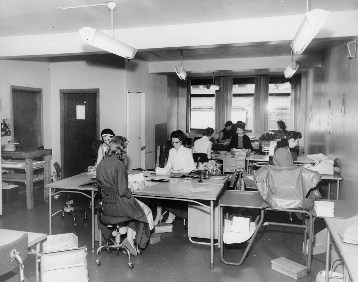 postgirokontoret, Oslo, Tollbodgt. 17, interiør, kvinner