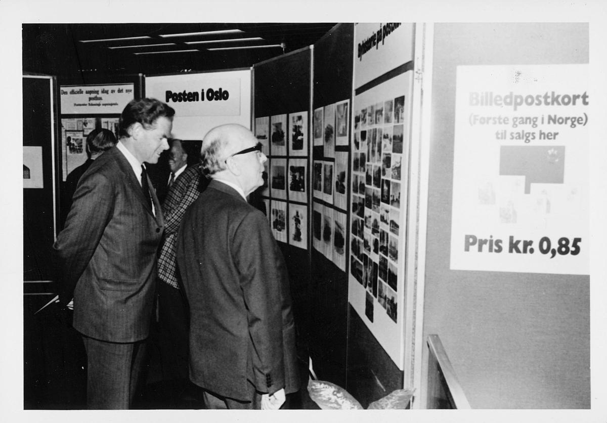 markedsseksjonen, Oslo postgård 50 år, utstilling, 2 menn, byhistorie, filateli