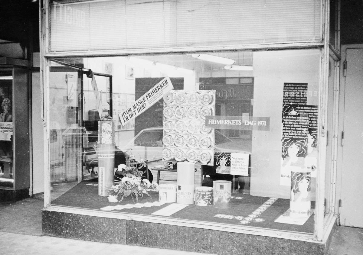 markedsseksjonen, Frimerkets dag '71, Saga kino, 9. oktober, filateliutstilling i vindu