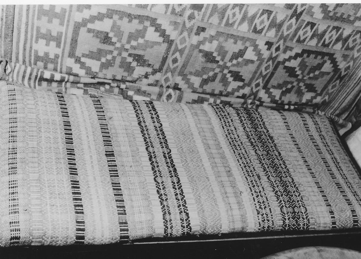 Rektangulær, som A 00060, men med bomullstøy på baksiden
