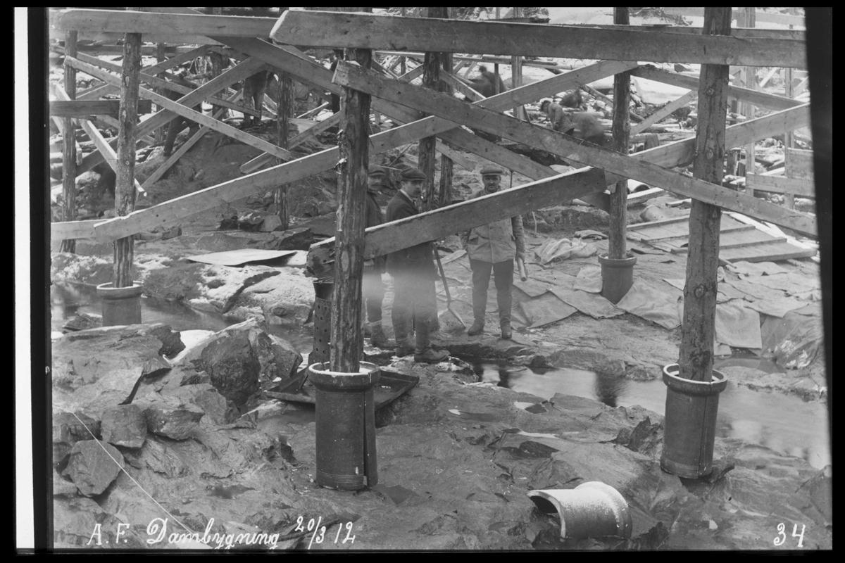 Arendal Fossekompani i begynnelsen av 1900-tallet CD merket 0469, Bilde: 2 Sted: Haugsjå Beskrivelse: Dambygging