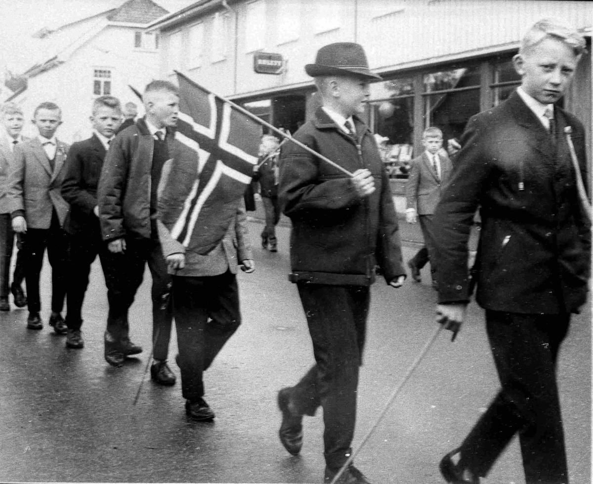 Bilder fra Birkenes kommune 17. mai - Strøget i 1963
