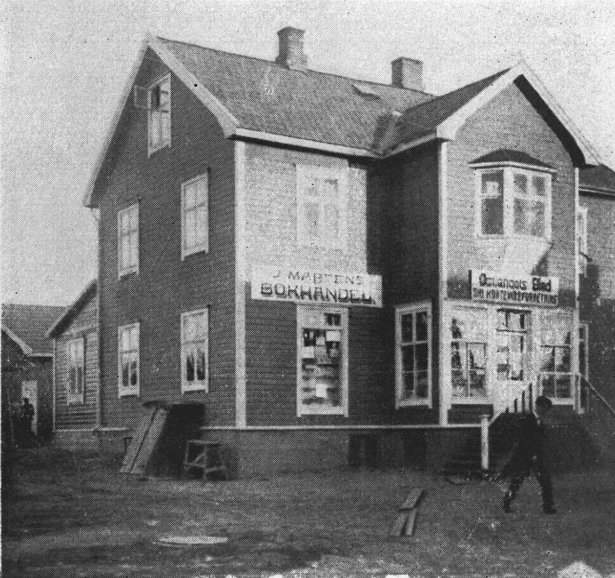 Ski Kortevareforretning. Dette var den første kortevareforretning i Ski. Den ble etablert rett før lillejulaften 1920. I 1920 ble forretningen utvidet til assortert bokhandel. I 1925 beskjeftighet forretningen 3-4 personer.