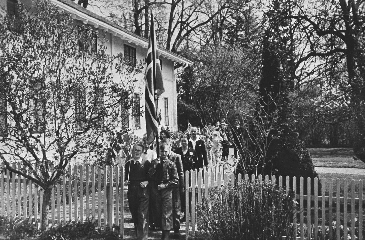 17.mai 1939. Toget forlater Bålerud gård.