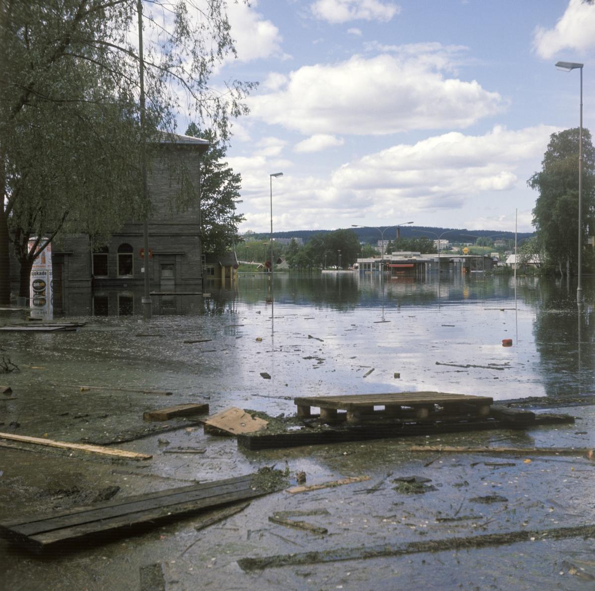 Bilder fra flom i Lillestrøm 1967.Storgata/Jonas Lies gate,  Retning: vest. Stasjonsområde Lillestrøm.