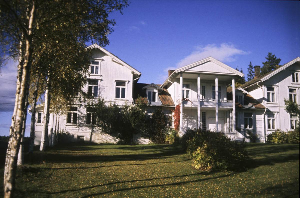 Hovedbygningen ved  Losby Bruk fra hagesiden