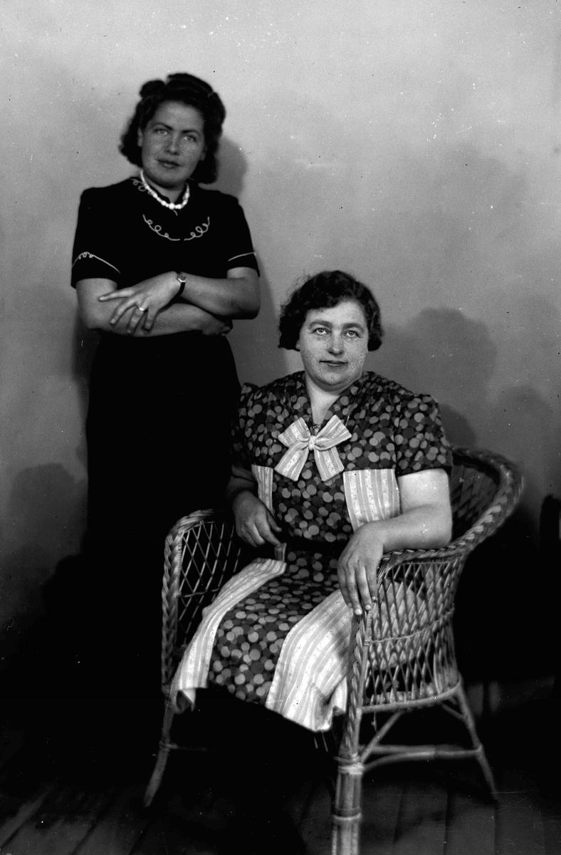 Portrett. 2 kvinner