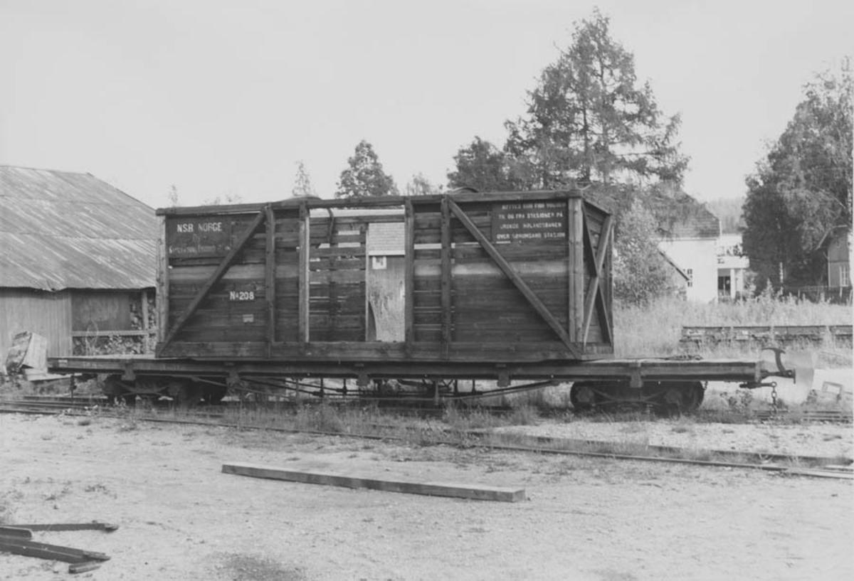 Flatvogn med åpen løftekasse ved verkstedet på Bjørkelangen