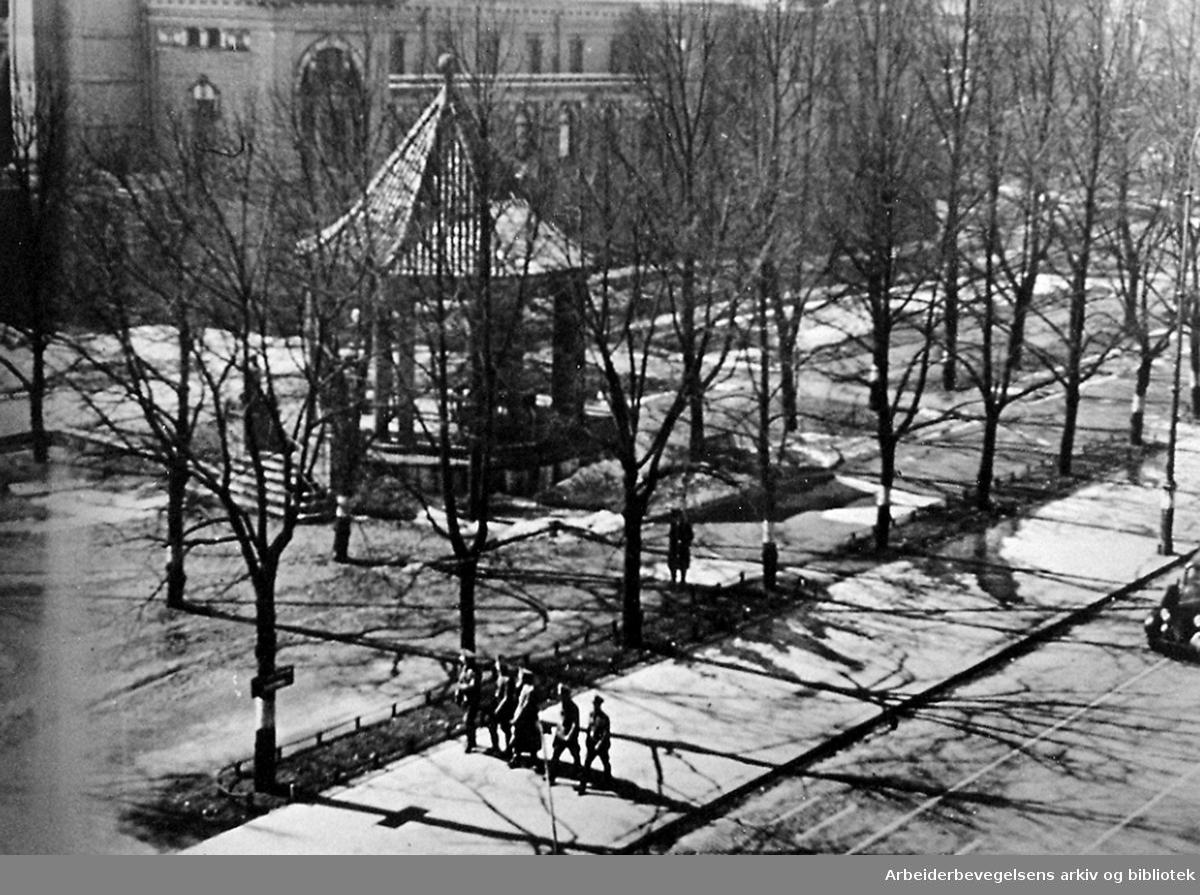 Oslo-befolkningen demonstrerer mot okkupasjonsmakten .9. april 1941 ved å holde seg i hus - .Karl Johans gate ved middagstider