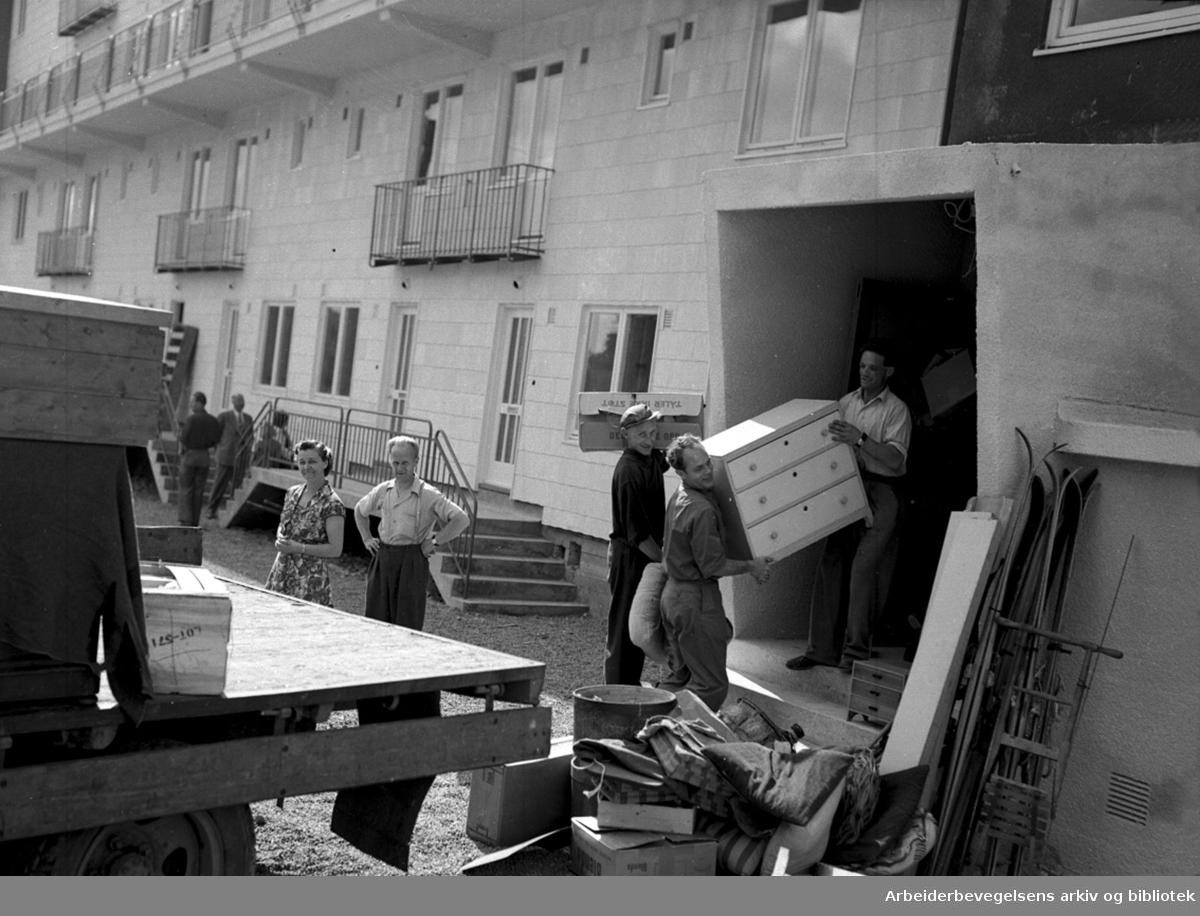Innflytting i Sandehus på Oppsal, .august 1954