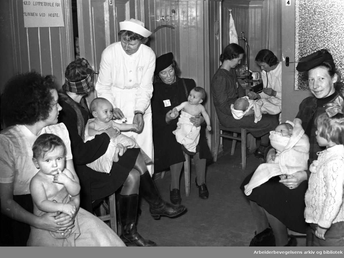 Oslo kommunes helsestasjon i Arendalsgata,.november 1945