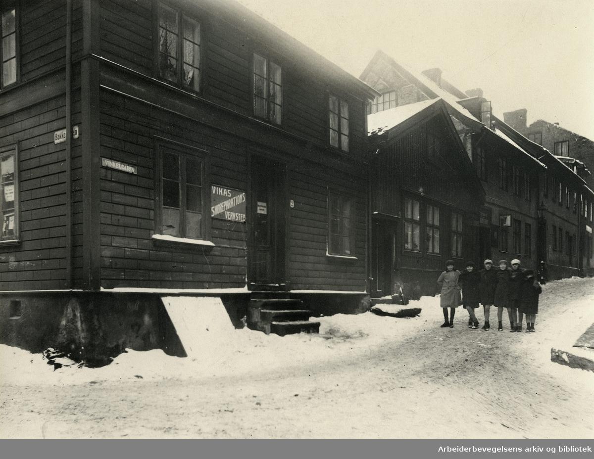 Vinkelgaten på hjørnet av Bakkegaten i Gamle Vika,.1920