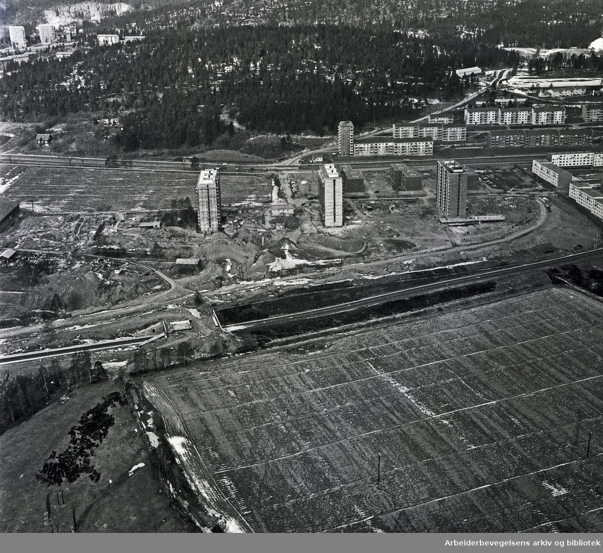 Flyfoto over Linderudsletta,.april 1964