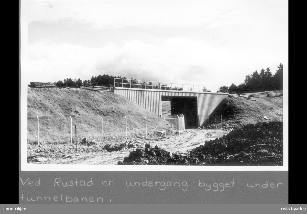 "Undergang under T-banen ved Rustad. Sannsynligvis midten av 1960-tallet. Albumtittel: ""Turvei"""