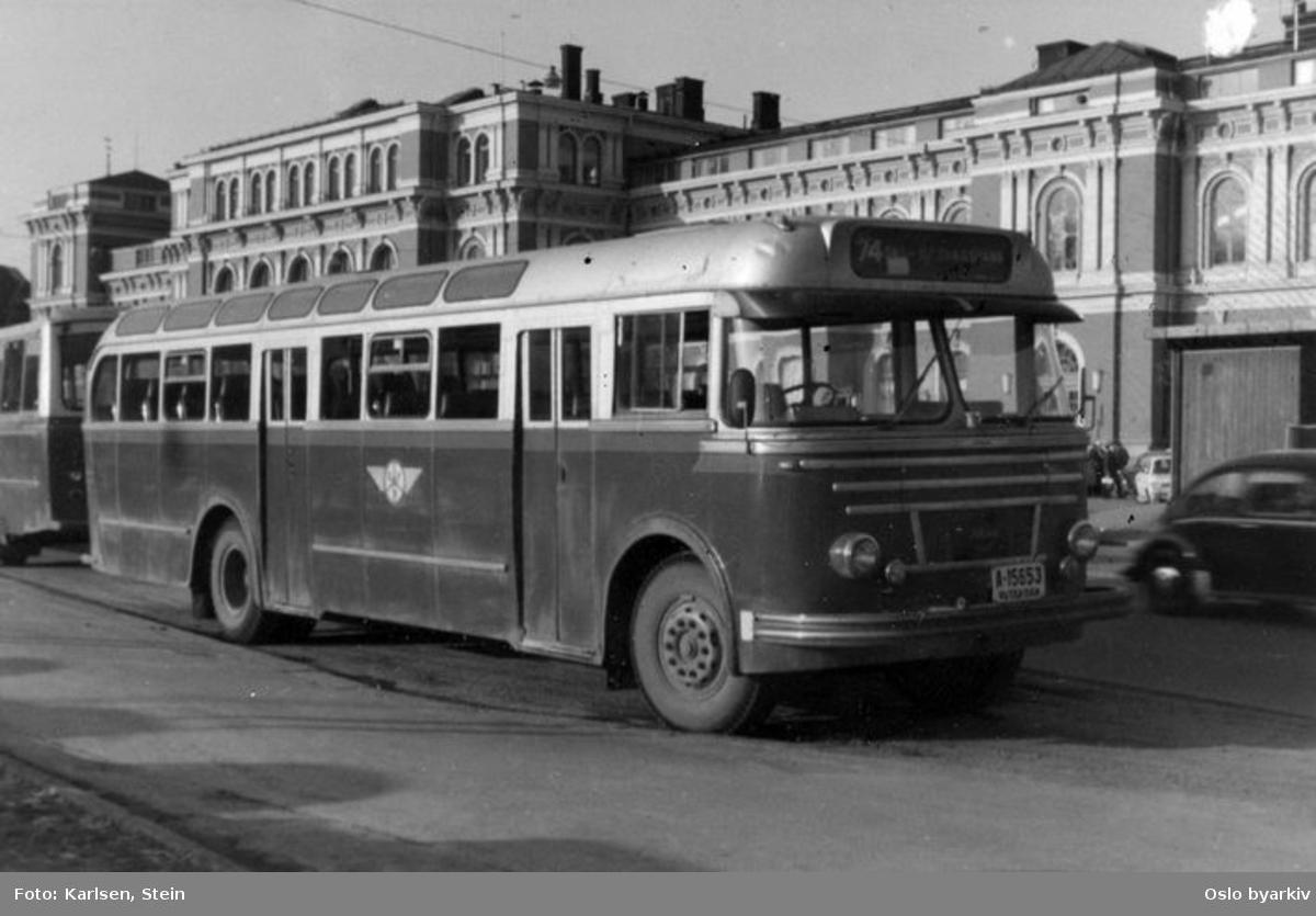 Rutebuss Oslo-Follo ved Østbanestasjonen.