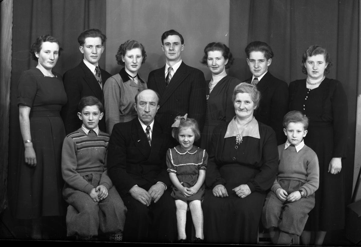 Gruppefamilie Fam Daniel Olavsbråten Framme Frå Volavdaniel
