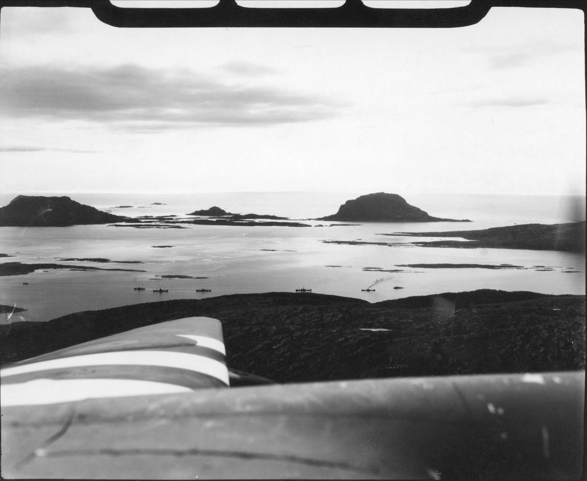 Fiendtlig konvoi før den blir angrepet av fly fra 333 skvadronen, 4. juni 1944.