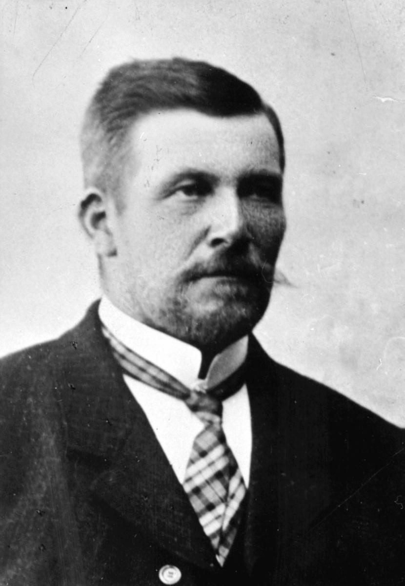 Portrett, gardbruker Kristian Krogsgaard (1862-1946), Krogsgaard, Ring, Ringsaker.