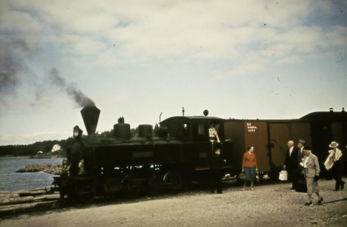 Tog 2051 på brygga på Skulerud