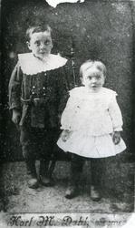 Portrett av to ukjente barn. En gutt og en pike. 1870/80