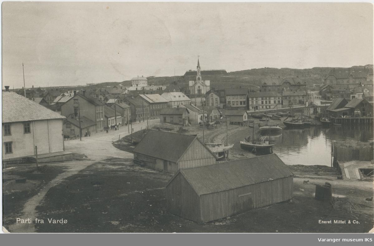 Postkort, sørsiden av Valen, kirken i bakgrunnen, ca. 1918