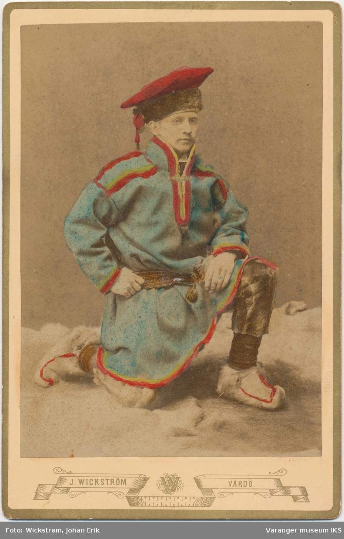 Portrett, mann med samekofte