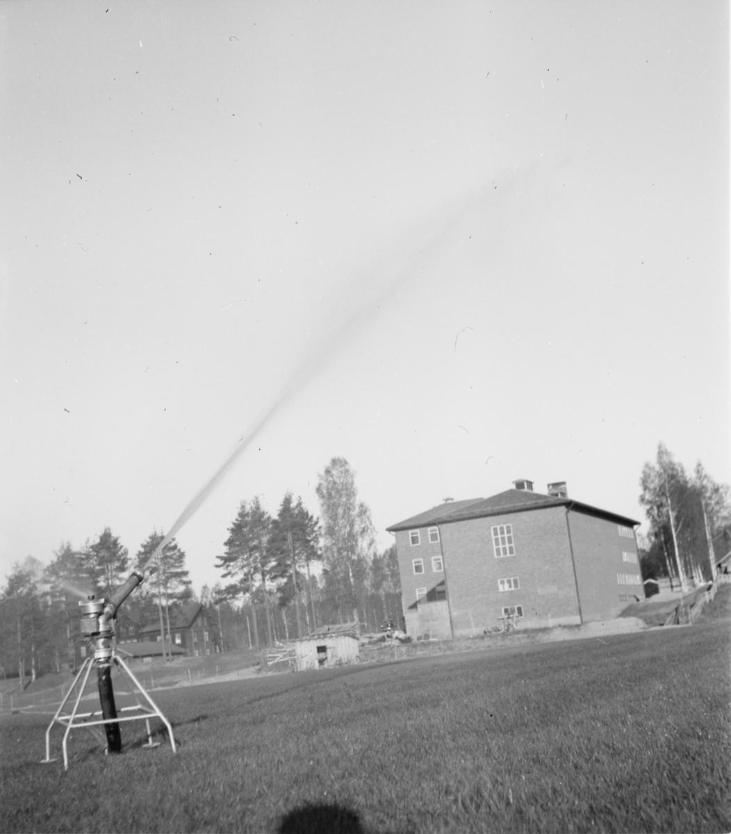 Vannspreder på idrettsplassen i Elverum