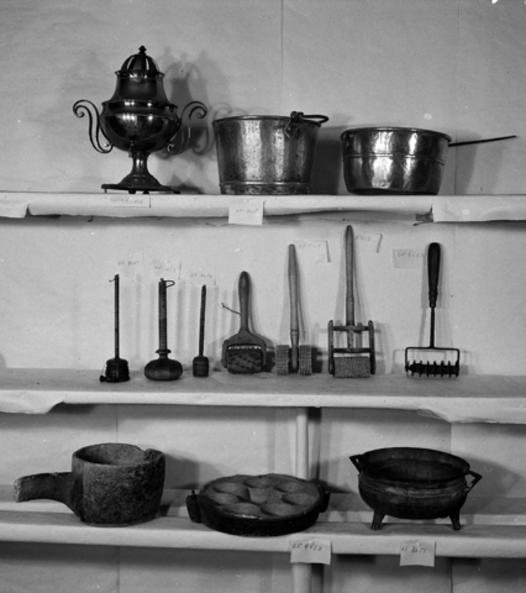 Gjenstandfotografering, Opplandenes folkemuseums samling. (Hedmarksmuseet)OF. 6032. BISMERVEKT. RINGSAKER. OF. 2509. BISMER. OF. 4775. BISMER. FURNES. OF. 2919. FLATBRØDRULLE. VANG.