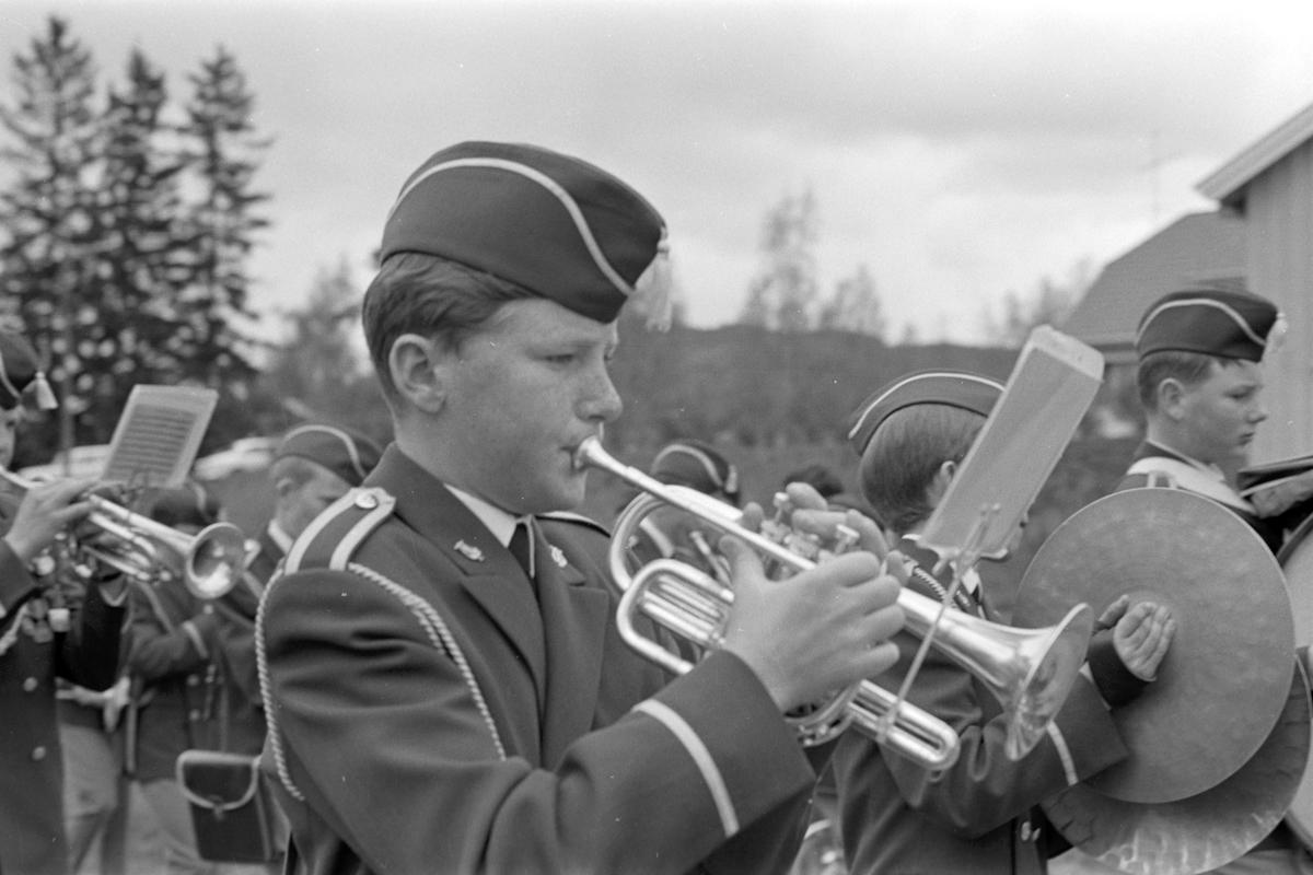 17. mai i Brumunddal 1968. Skoletoget. Brumunddal Guttemusikkorps. Ukjent.