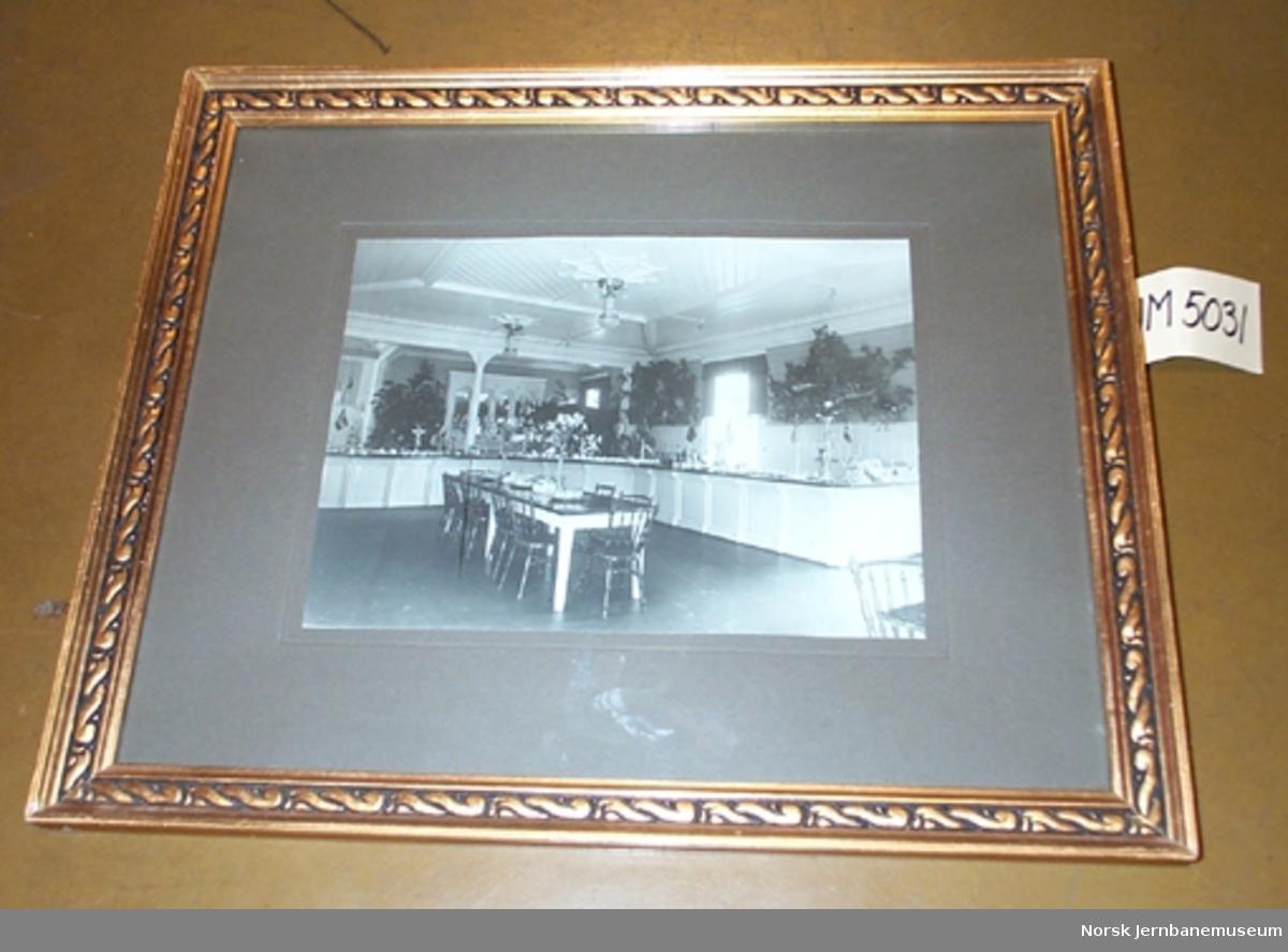 Fotografi i glass og ramme : Rena jernbanerestaurant, interiørbilde