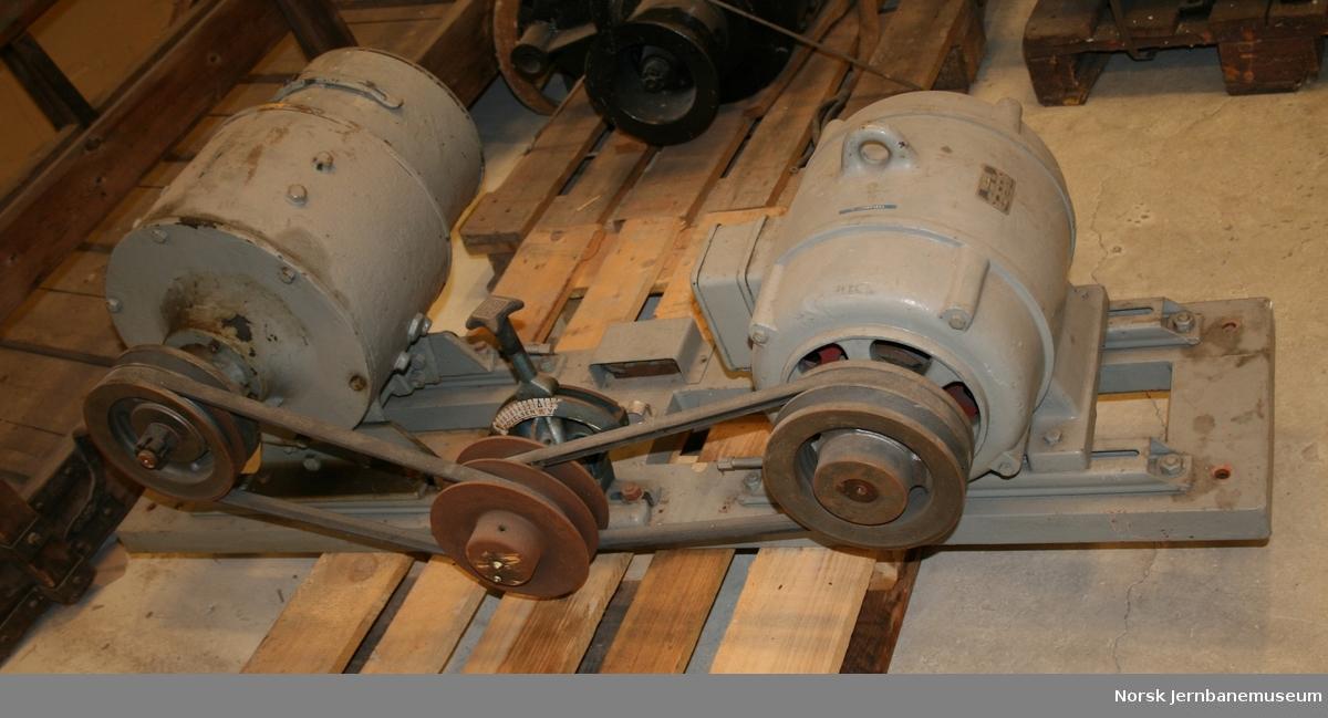 Demonstrasjonsanlegg med banemotor for BM 65, 67 eller 68 med styringsskap, akselgenerator og elektrisk motor. Umerket gjenstand JM8040 hører trolig til denne.
