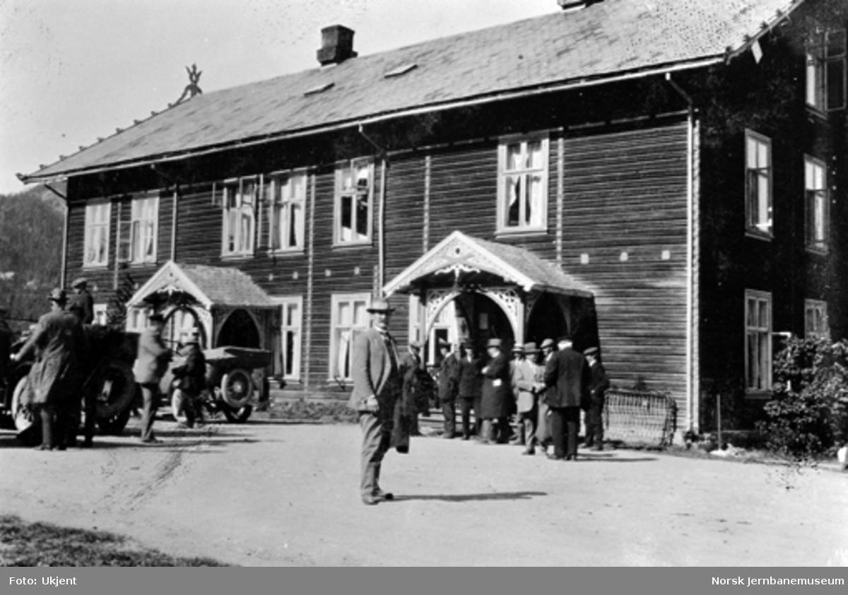 Stortingets jernbanekomité med følge reiser fra Sørum skysstasjon