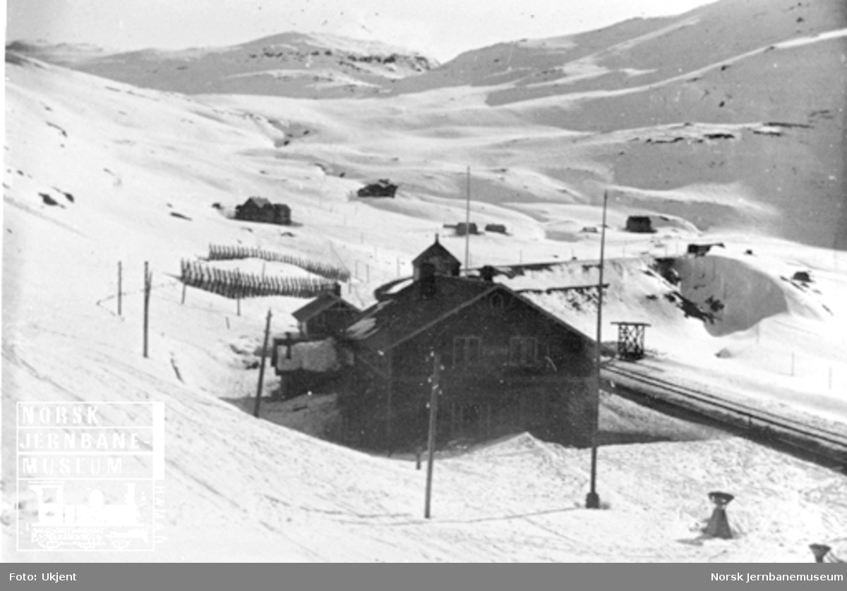 Vinterbilde av Upsete (Opset) stasjon