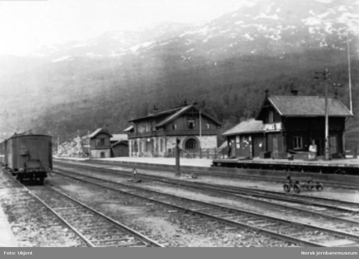 Narvik stasjon, foto fra sportomten mot stasjonsbygningen